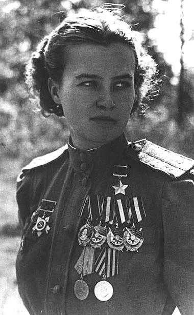 Герой советского союза награждена